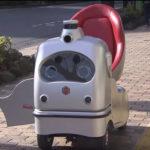 """時速6キロで走行 新型""""ロボカー"""""""