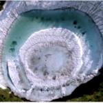 秋田県の不思議な湖「ドラゴンアイ」 開眼しない年も